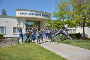 allison_rc-ffa-students-in-front-of-school